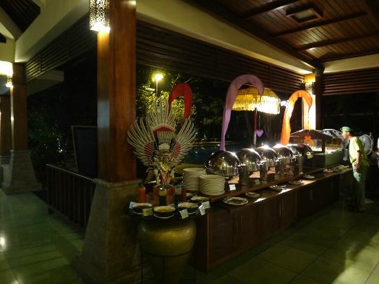 Risata Bali Resort & Spa: Restaurant - Special balinese BBQ night.