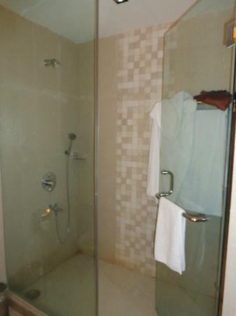 The Retreat: Bathroom