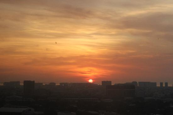 Dusit Thani Manila: sunset!
