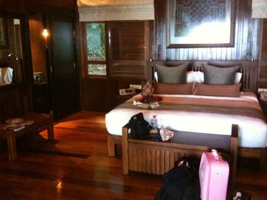Bunga Raya Island Resort: chambre