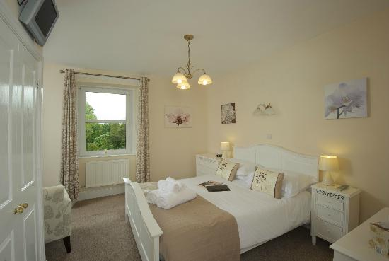 Ferndene Guest House : Superior king size en-suite room with seating area