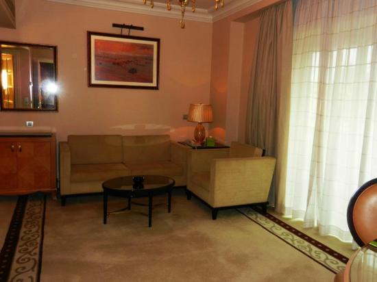 Kempinski Nile Hotel Cairo : Petit salon de la Junior Suite