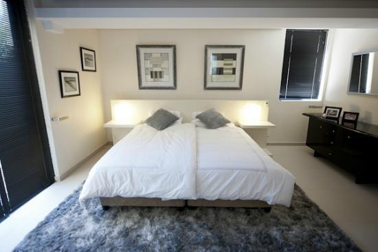 129 on Kloof Nek: Luxury Garden Apartment