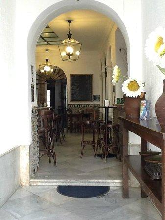 La Casa Amarilla: Inside La Bodega