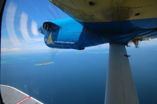 Kuramathi Island Resort: Sea plane