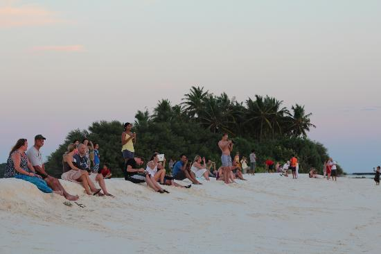 Kuramathi Island Resort: People watching the sun set