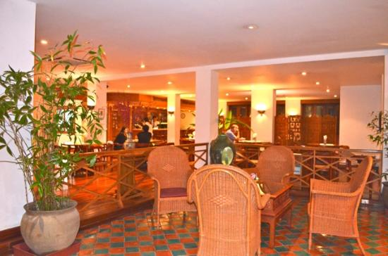 BEST WESTERN Vientiane Hotel: Reception and bar area
