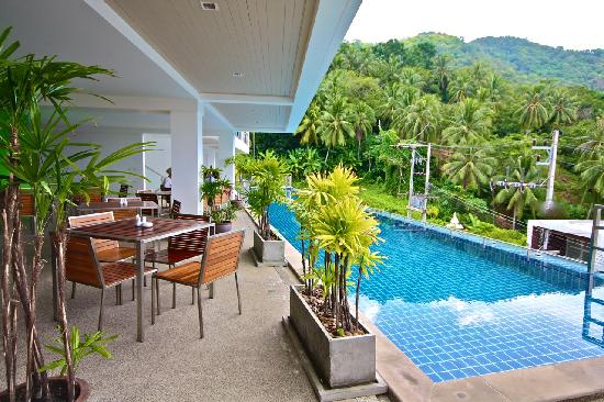 Villareal Heights: Swimming Pool and Breakfast area