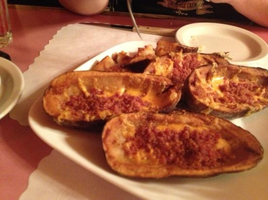 Dan's Steakhouse: Potato Skins