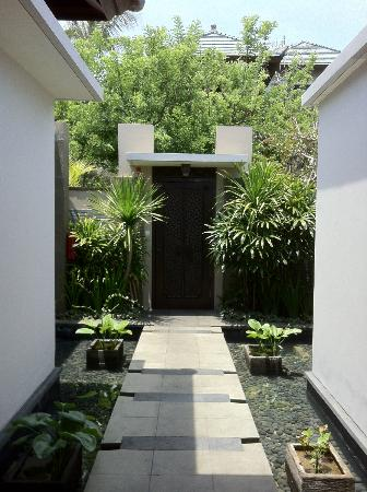Banyan Tree Ungasan, Bali: Double bedroom villa entryway