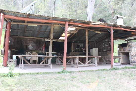 Clarence River Wilderness Lodge: kitchen facility