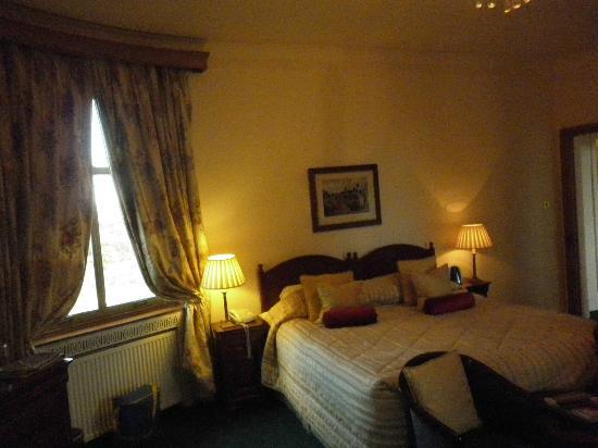 Enterkine House Hotel: Oval Room, bed