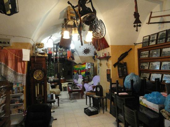 Akko Sand Hostel: Decoración del salón / cocina