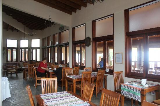 Paradisos Hills: view of restaurant/breakfast area