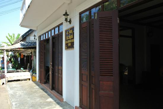 Sita-Norasingh Inn: Entrance of the guest house