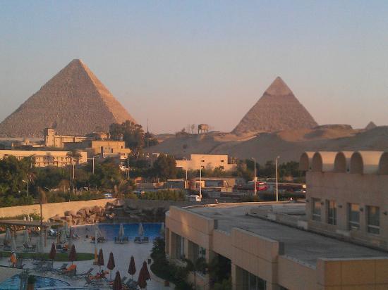 Le Meridien Pyramids Hotel & Spa: Pyramid view room