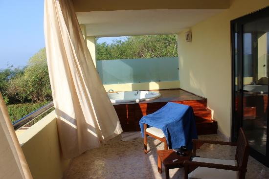 The Royal Suites Punta de Mita: Master Suite double bath on balcony
