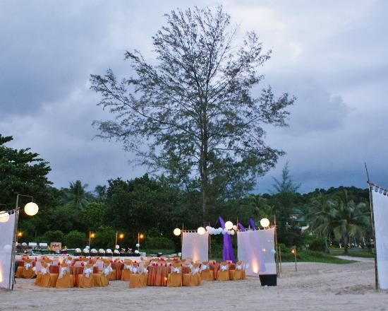 Angsana Bintan : A sample setup of a private dinner on the beach
