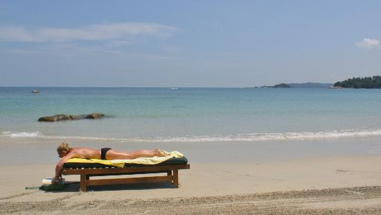 อังสนา บินตัน: A HUGE private beach with a long coastline. Perfect for sunbathing