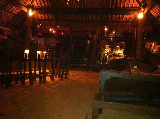 LaLaanta Hideaway Resort: Bar and Dining area