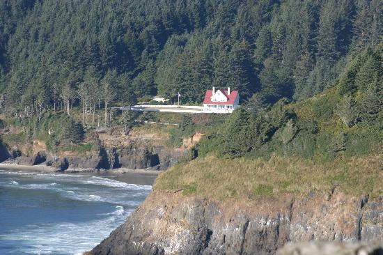 Heceta Head Lighthouse Bed and Breakfast: View from 101 south of Heceta