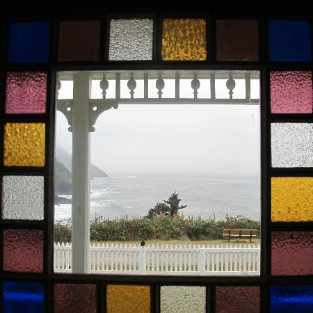 Heceta Head Lighthouse Bed and Breakfast: View out front door