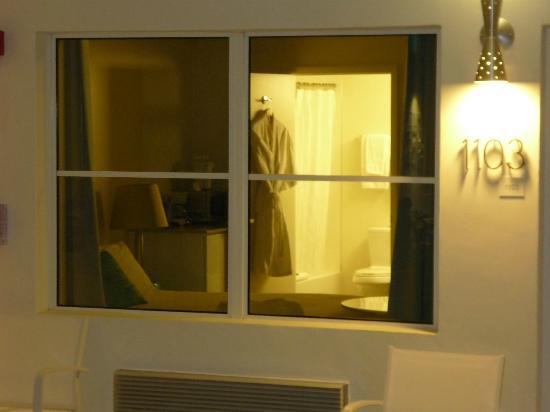 The Aqua Hotel: habitación desde afuera