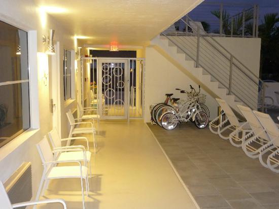 The Aqua Hotel: entrada