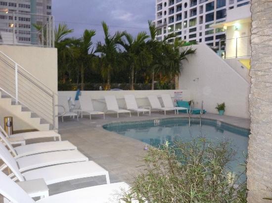 The Aqua Hotel: piscina