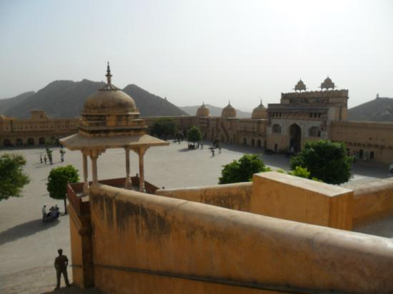 Hotel Amer View: Amber fort, a stone's throw away