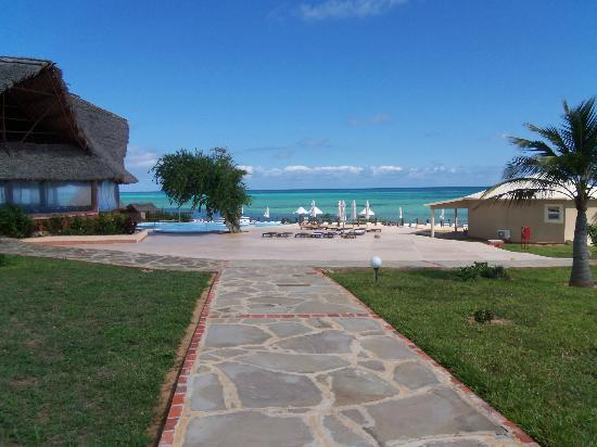 Ora Resort Watamu Bay: piscina e mare