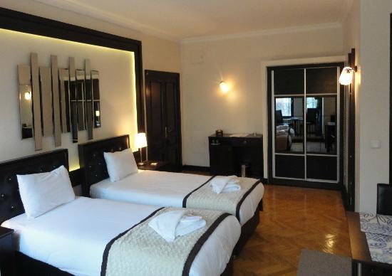 10 Suites: Room