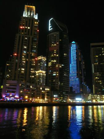 Radisson Blu Residence, Dubai Marina: Dubai Marina Nightime