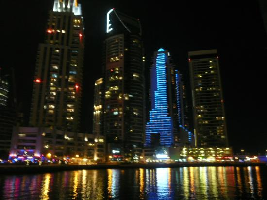 Radisson Blu Residence, Dubai Marina: Dubai Marina bathed in light at night time