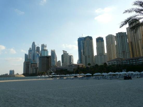Radisson Blu Residence, Dubai Marina: Public Beach close to Radisson Blu Residence