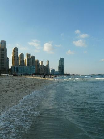 Radisson Blu Residence, Dubai Marina: Public Beach close to Radisson Blu