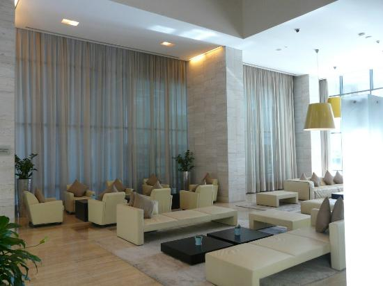 Radisson Blu Residence, Dubai Marina: Reception Area at Radisson Blu
