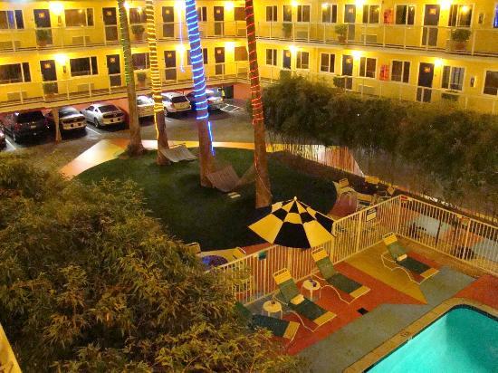 Hotel Del Sol, a Joie de Vivre hotel: Innenhof mit Pool und Hängematten