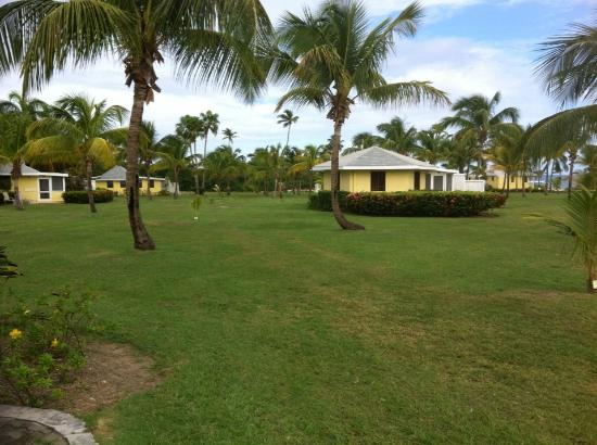 Nisbet Plantation Beach Club: The grounds are very spacious