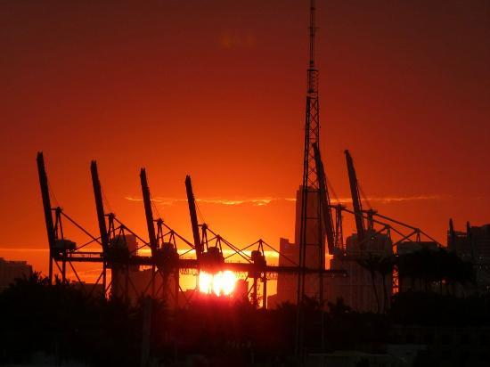 Marriott Stanton South Beach: Blick zur Skyline und dem Hafen