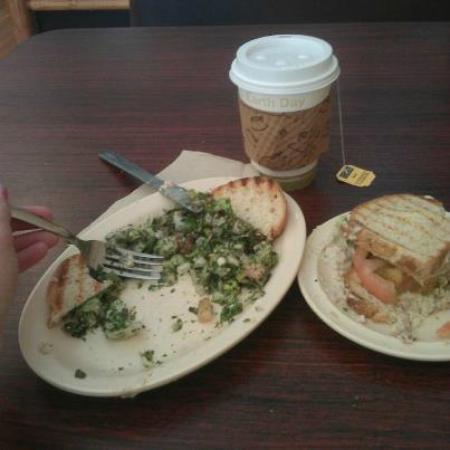 Sahara Cafe: gluten free Tuna w/ Hummus- on local bread & Fatoush