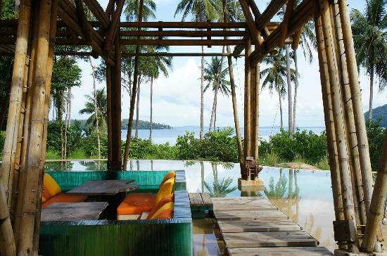 Soneva Kiri: Relaxing, overlooking the beach.