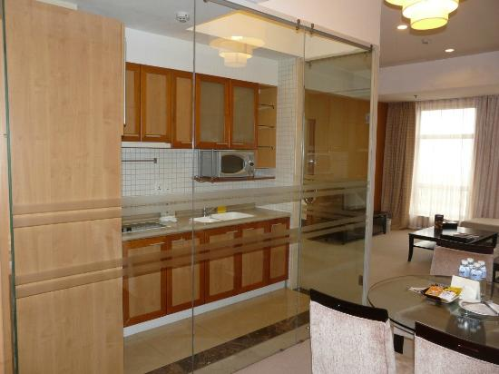 Somerset Harbour Court Dalian: Kitchen area and seating room at Somerset