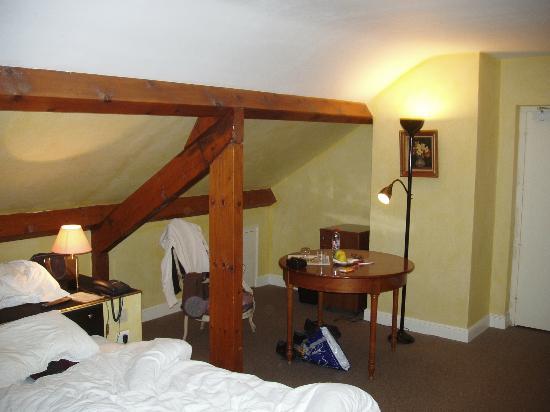 Hostellerie du Vieux Moulin: Chambre sous les combles