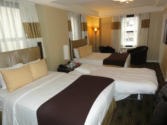 The New Yorker A Wyndham Hotel: Excellent size bedroom