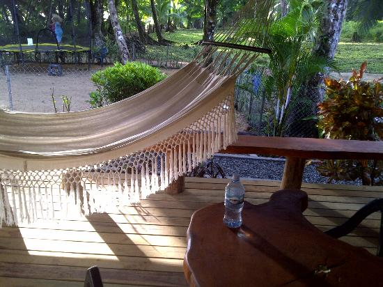 Playa Bluff Beach Restaurant : hammock
