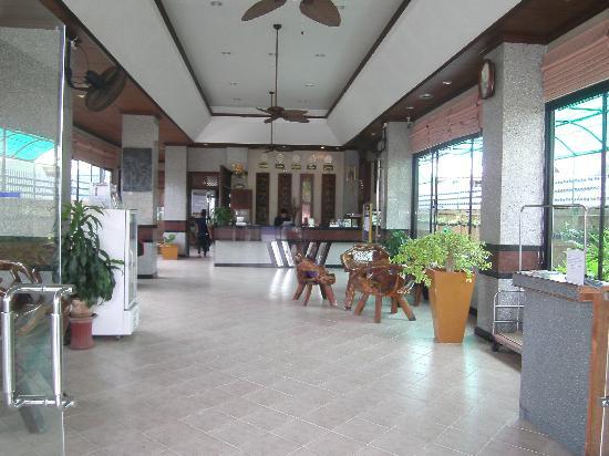 Citin Loft Hua Hin Hotel by Compass Hospitality: citin loft foyer...great staff!!!