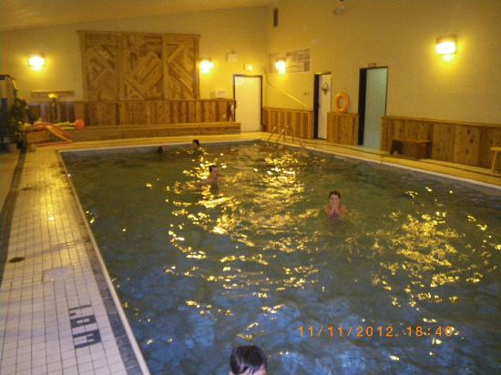 Banff Gate Mountain Resort: pool