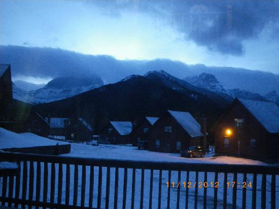 Banff Gate Mountain Resort: view from deck in the evening