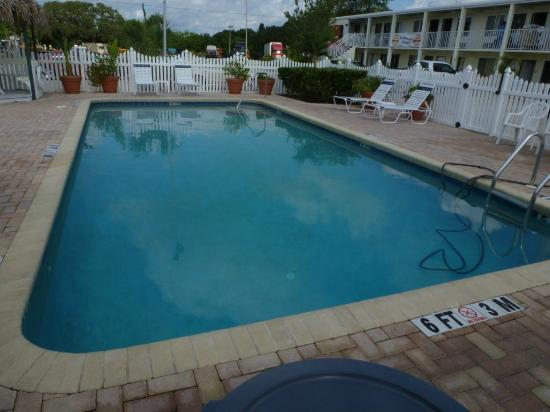‪‪Americas Best Value Inn-Bradenton/Sarasota‬: Piscina
